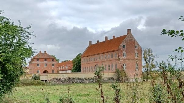 Overtro og spøgelser på Selsø Slot - omvisning i børnehøjde